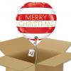 """Ballon rond rouge et blanc écriture """"Merry Christmas"""" dorée dans sa boîte."""